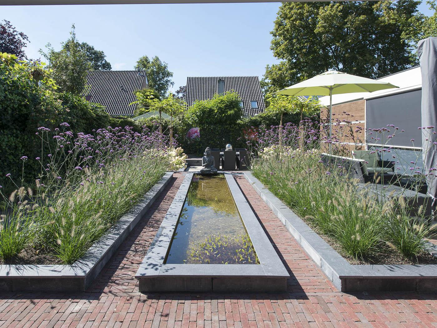 Tuin groter laten lijken slideshow image with tuin groter for Spiegelvijver maken